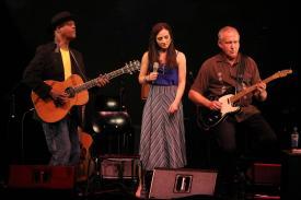 Eric Bibb, Julie Fowlis und Staffan Astner. (Foto: Björn Othlinghaus)