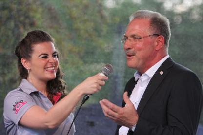 Radio-MK-Moderatorin Lucia Carogioiello und der Lüdenscheider Bürgermeister Dieter Dzewas. (Foto: Björn Othlinghaus)