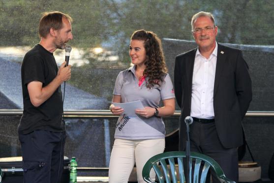 Veranstalter Olli Straub, Radio-MK-Moderatorin Lucia Carogioiello und der Lüdenscheider Bürgermeister Dieter Dzewas. (Foto: Björn Othlinghaus)