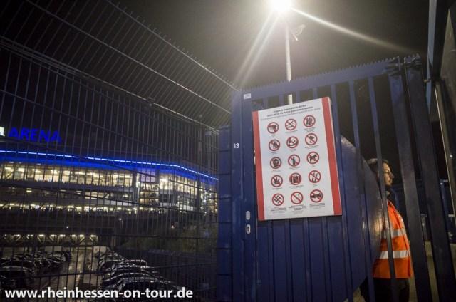 Arena auf Schalke: keine Waffen, keine Nazis. (Foto: Rheinhessen on Tour)