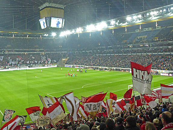 Mainzer Fans beim Auswärtsspiel der Saison 2016/17. (Foto: Meenzer on Tour)