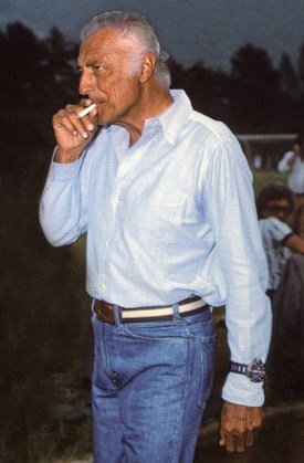 Italian style icon Gianni Agnelli, wearing a PloProf as he was known to, over the cuff.