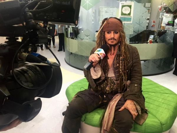 Johnny Depp Surprises Sick Children Hospital Capt. Jack Sparrow Wow Amazing