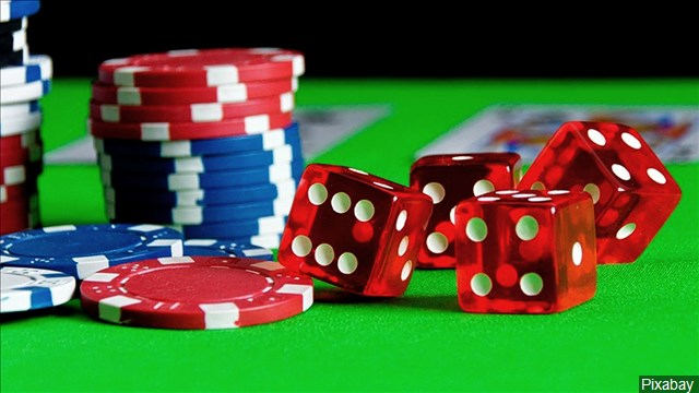 Gambling_Poker_Dice_Poker Chips_640x360_60919P00-SIUML_1545674028250.jpg