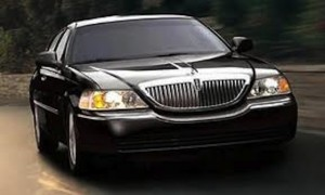 Connecticut Lincoln Town Car Sedan picture