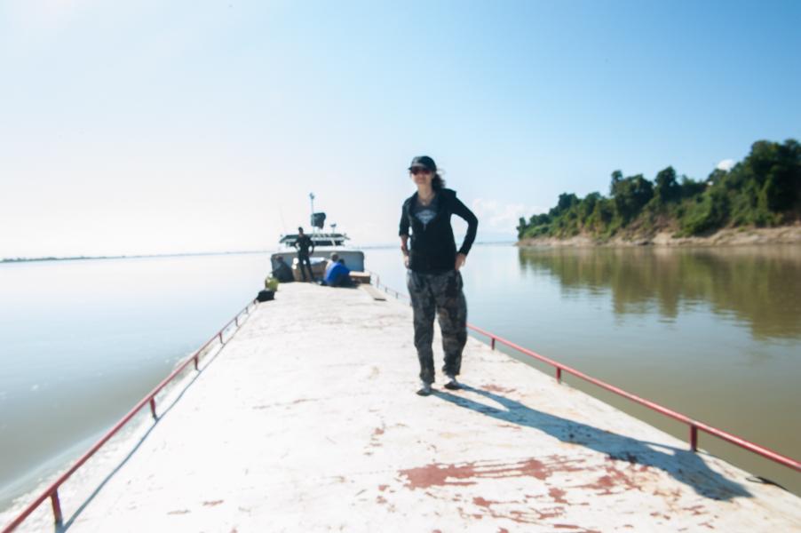 Giorgiana Scianca in viaggio in solitaria in Birmania lungo ul fiume Irrawaddy