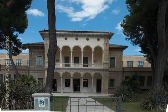 Ingresso dell'Aurum, a Pescara