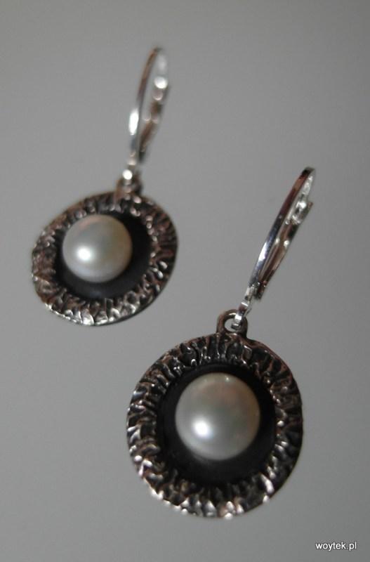 Srebrne kolczyki koła z perłą
