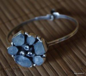 Srebrna bransoleta Kwiat z akwamarynami