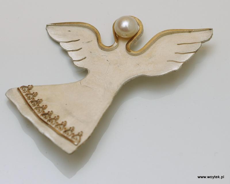Srebrna broszka Anioł pionowy z perłą