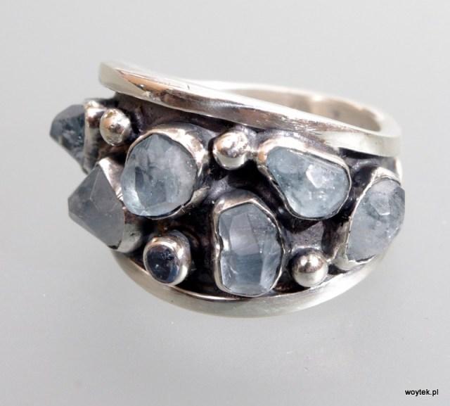 Srebrny pierścionek Szeroki z kamieniami naturalnymi