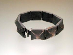 Srebrna bransoleta stożki
