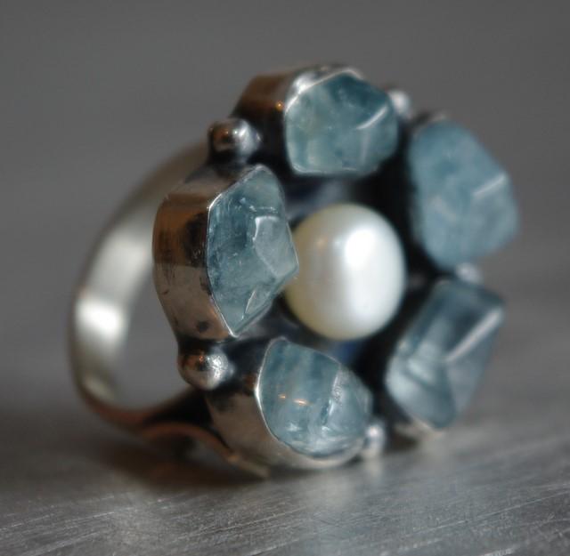 Srebrny pierścionek kwiat z perłą