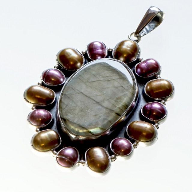 Srebrny wisior duży promienisty z kamieniami naturalnymi i perłami