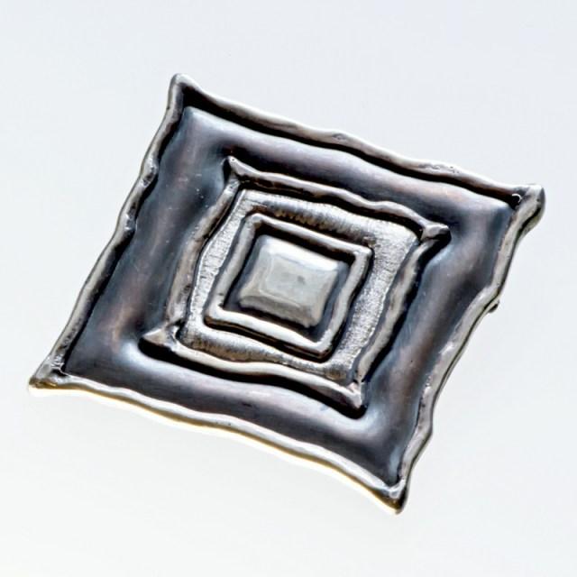 Srebrny broszko-wisior Kwadraty