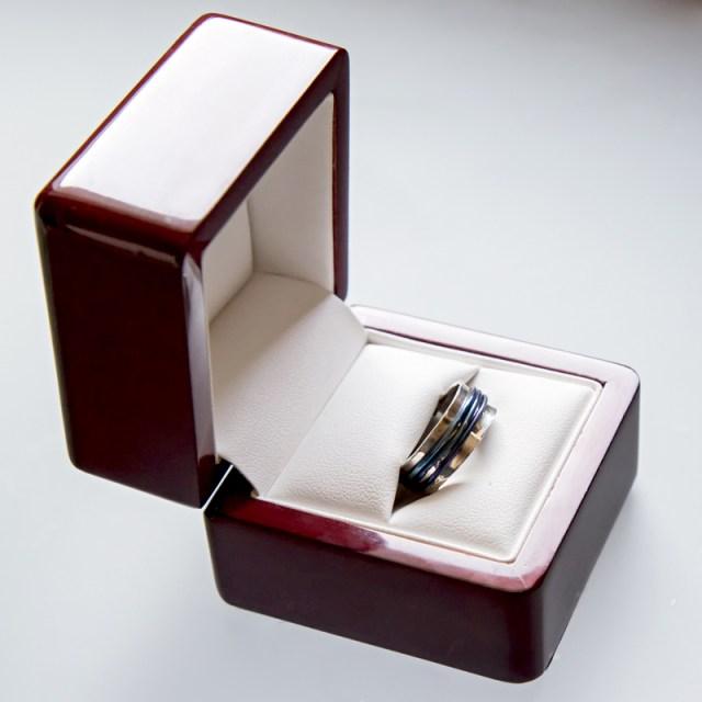Srebrny pierścionek Kabel z tytanem