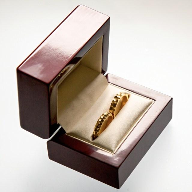 Złote lub srebrne obrączki Pukane