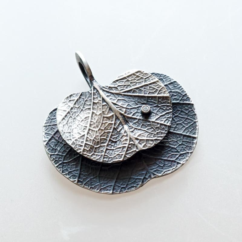 Srebrny wisior Podwójny Liść z cyrkonią