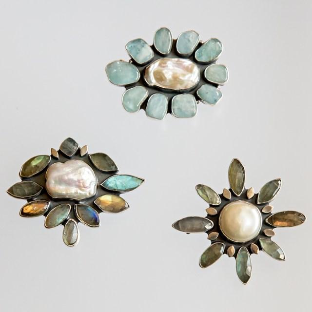 Srebrny broszko-wisior z kamieniami naturalnymi i centralną perłą