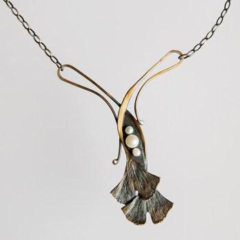 Srebrny naszyjnik Ginko z trzema perłami