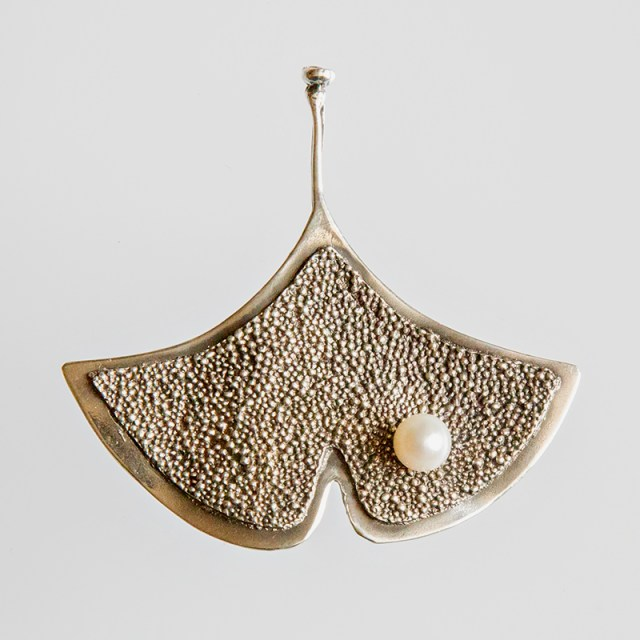 Srebrny broszko-wisior Ginko - Granulacja z perłą
