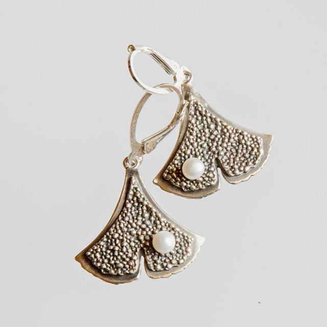 Srebrne kolczyki Ginko - Granulacja z perłą na biglu