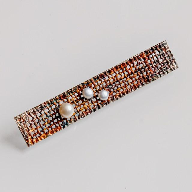 Srebrna broszka Yuta z perłami
