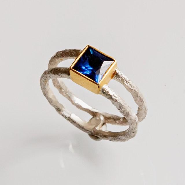 Srebrny pierścionek Rdza z cyrkonią 6x6