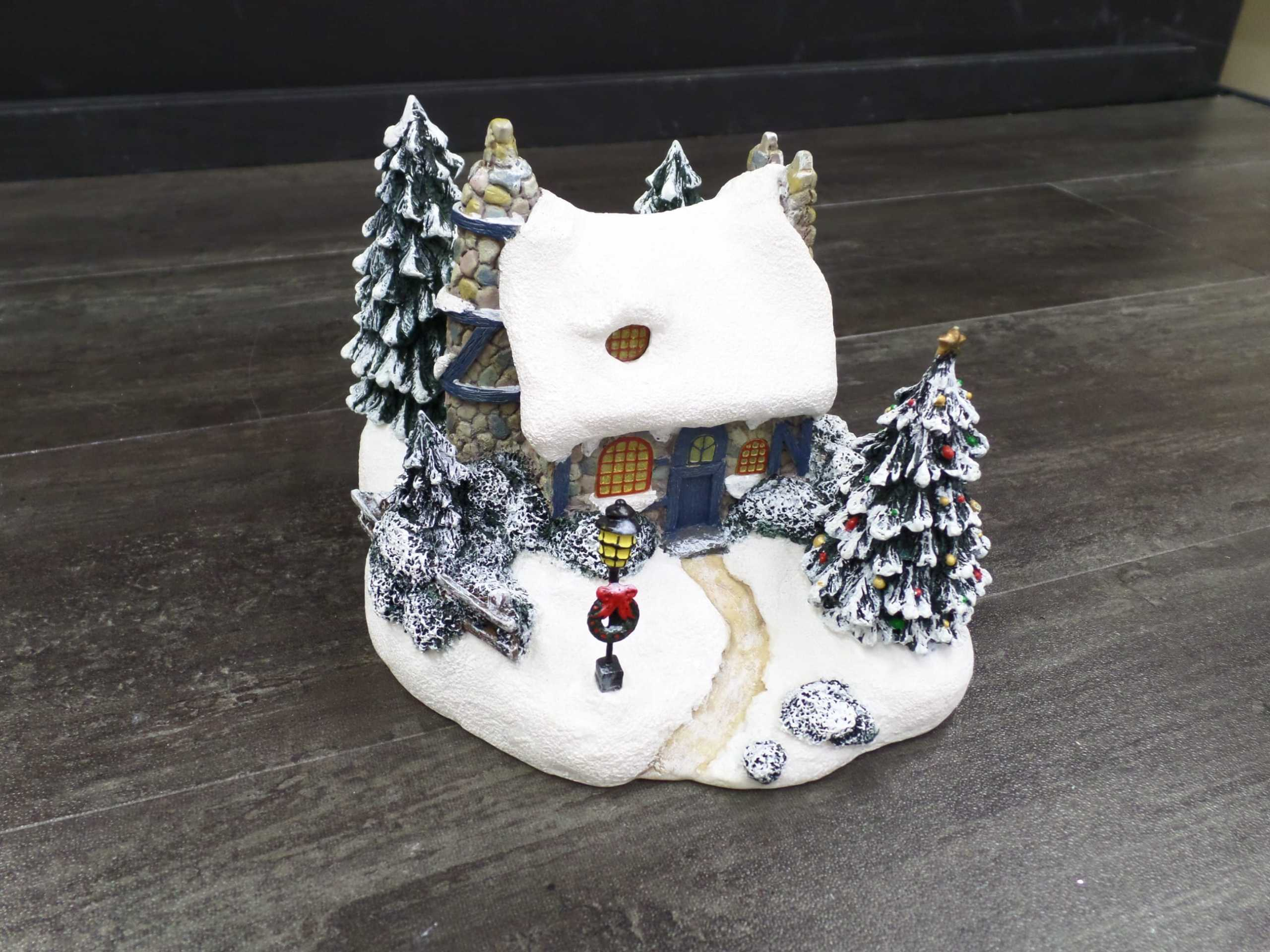 2001 THOMAS KINKADE CHRISTMAS VILLAGE HOUSE <br/> Donated by: WPBS SUPPORTER <br/> Valued at: $16 <br/> Buy It Now: $11