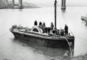 SWEHS 15.0.113.jpg - Date 1930 - Tamar - Devonport to Saltash 33kV cable crossing. Barge with cable on Devonport shore. Devon, Devonport .