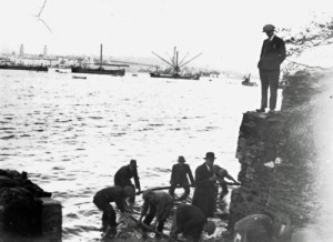 SWEHS 7.1.189.jpg - Date 1930 - Tamar 33kV Submarine cable from Saltash to Devonport being installed. Devon, Torpoint .