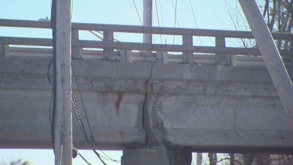Crumbling Warren Avenue bridge_173116