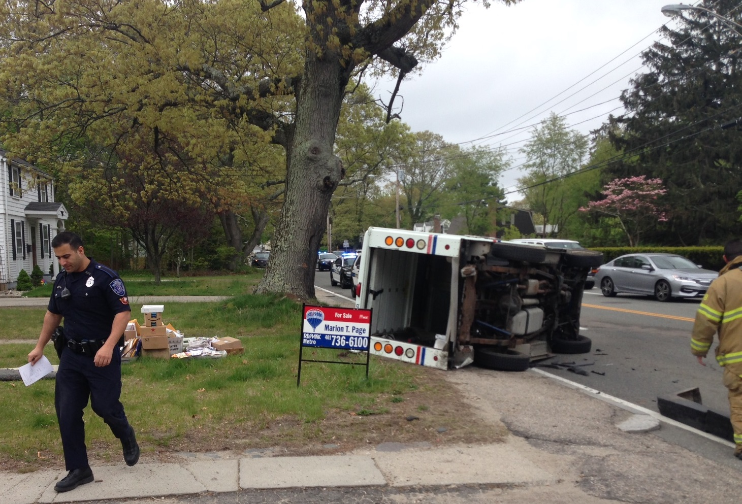 Mail truck rollover_476804