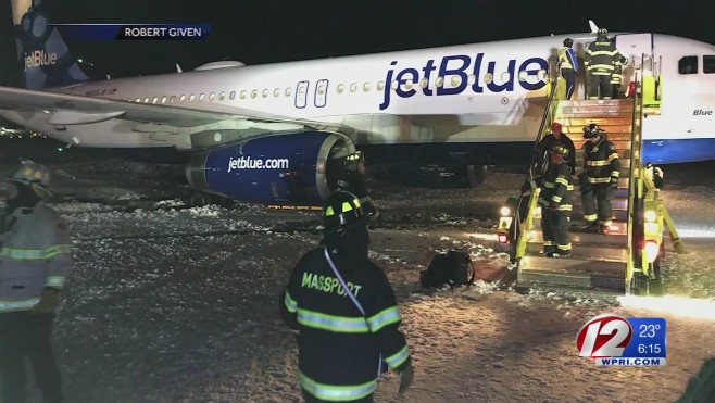Logan plane off jetway_611780