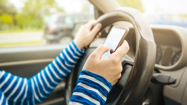 generic texting driving distracted driving_426370