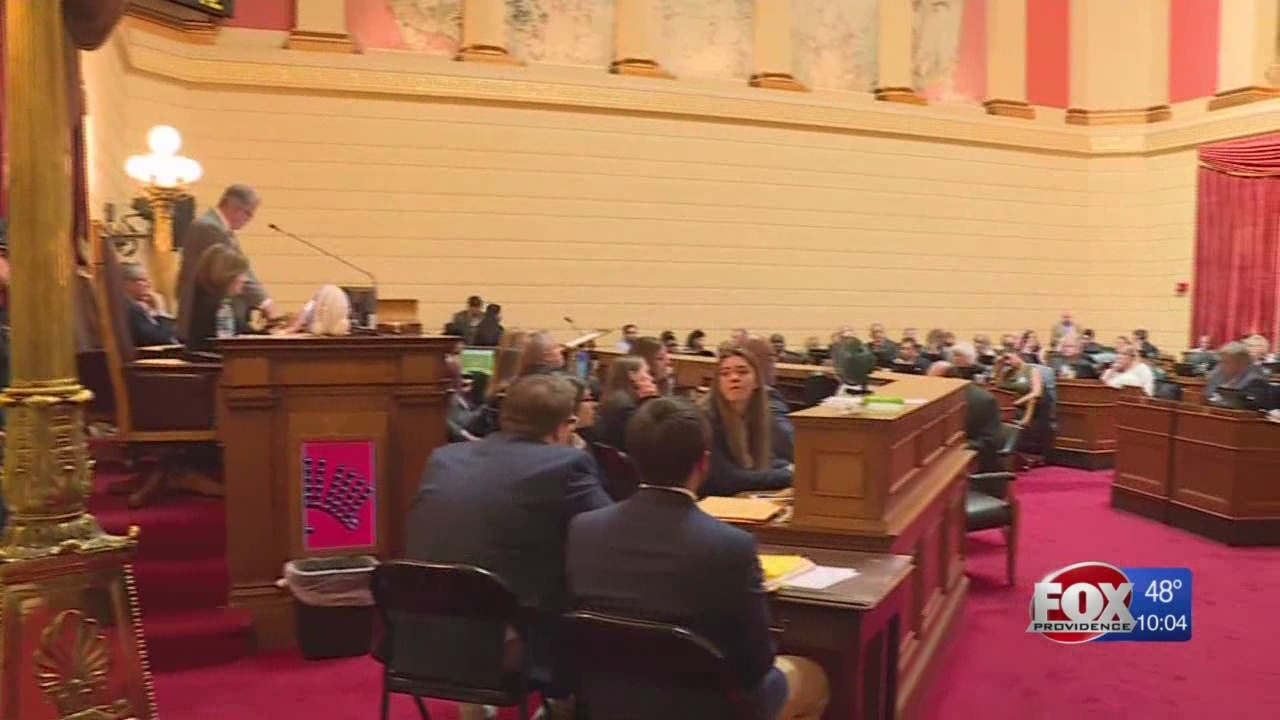 RI House approves 'lifetime' contract bill