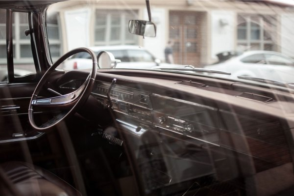 driving-in-car - how to use linkedin to drive traffic to your website