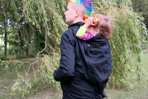 Tutorial: Momawo babywearing jacket – backcarry