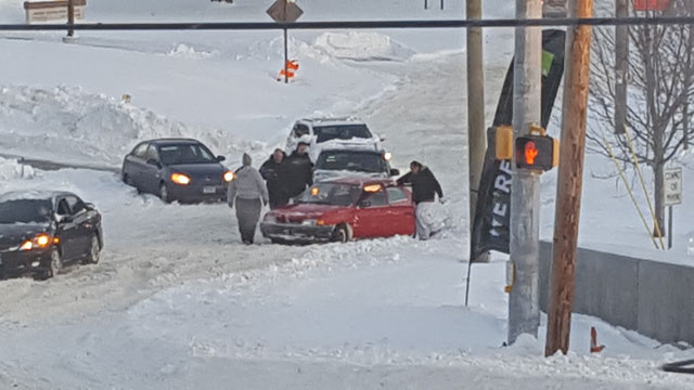 News crew helps stranded drivers in icy Connecticut