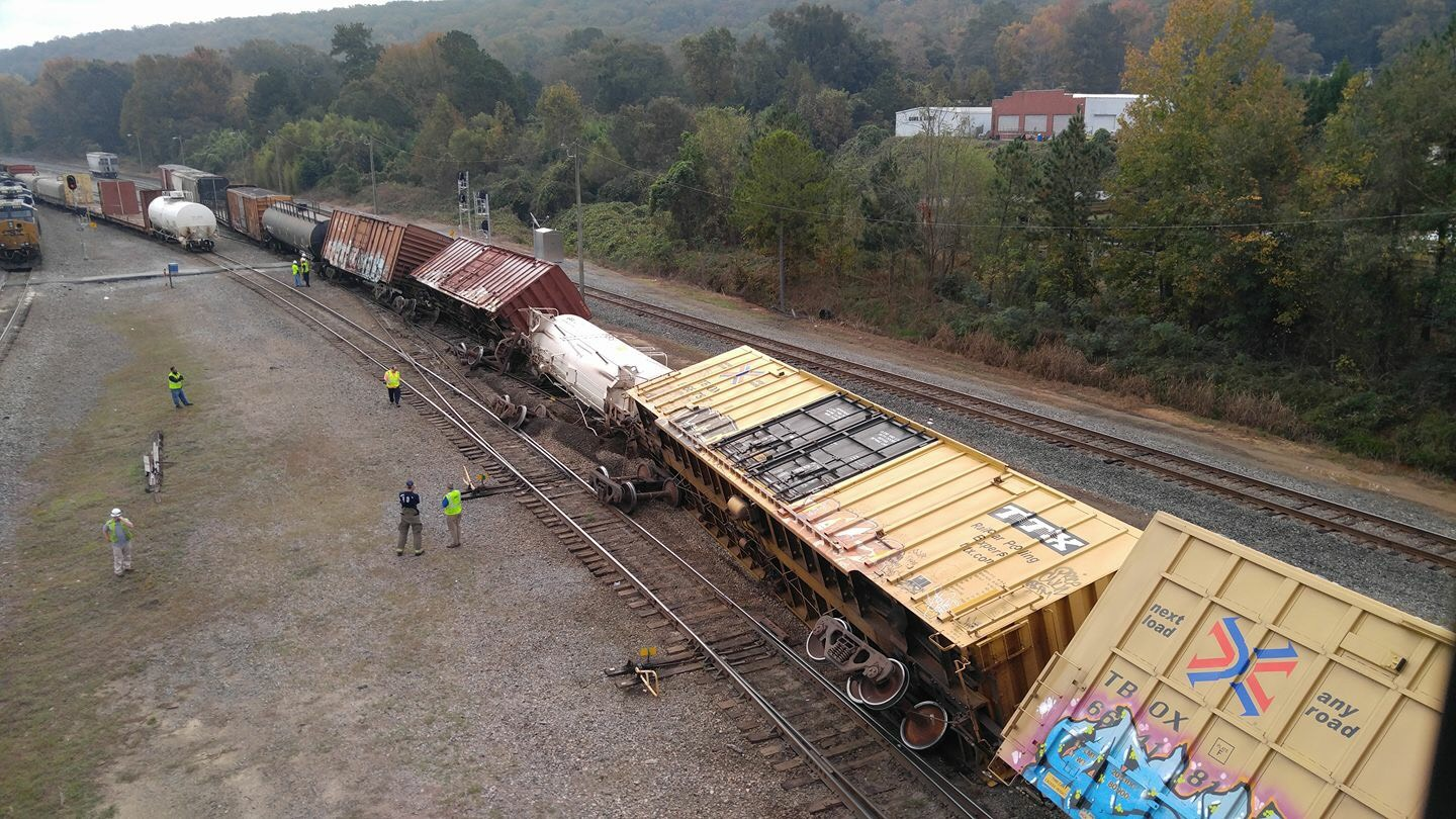 No injuries reported after CSX train derails in Manchester