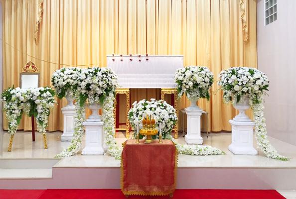 แพ็กเกจดอกไม้งานศพ พร้อมหีบศพ และดอกไม้แบบสวนโมเดิร์น ตกแต่งสวยงามไม่ซ้ำใคร