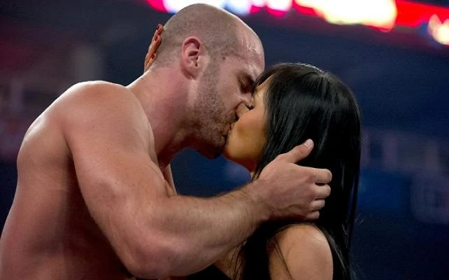 Antonio Cesaro kissing his girlfriend