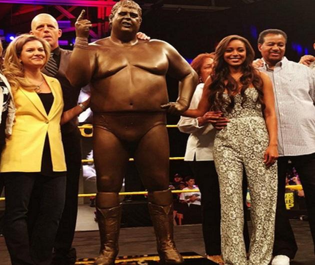 WWE unveils Dusty Rhodes statue at WrestleMania Axxess