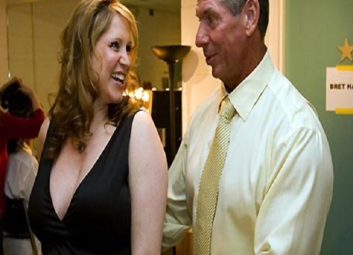 Stephanie McMahon kisses Vince McMahon