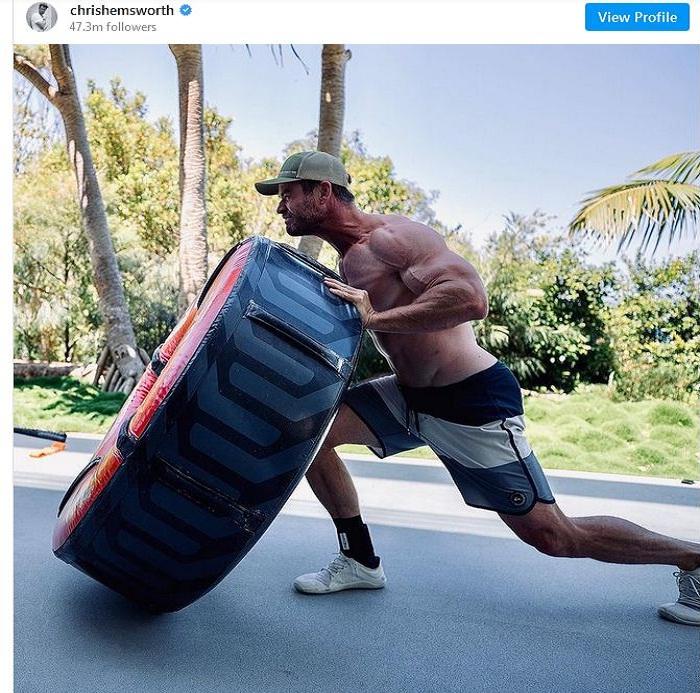 Chris Hemsworth acts Hulk