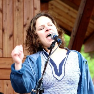 Cindy Haight of Djava, performing at the 2015 Great American Picnic. (Image courtesy of Andy Palermo)