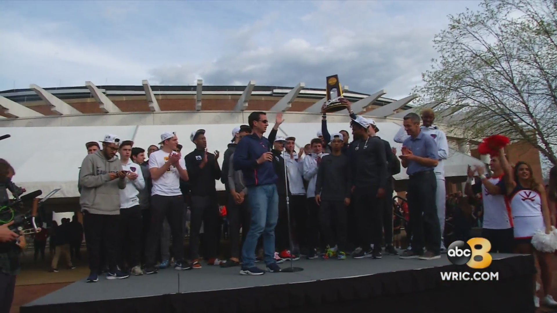 UVA returns home to hundreds of fans after historic National Championship