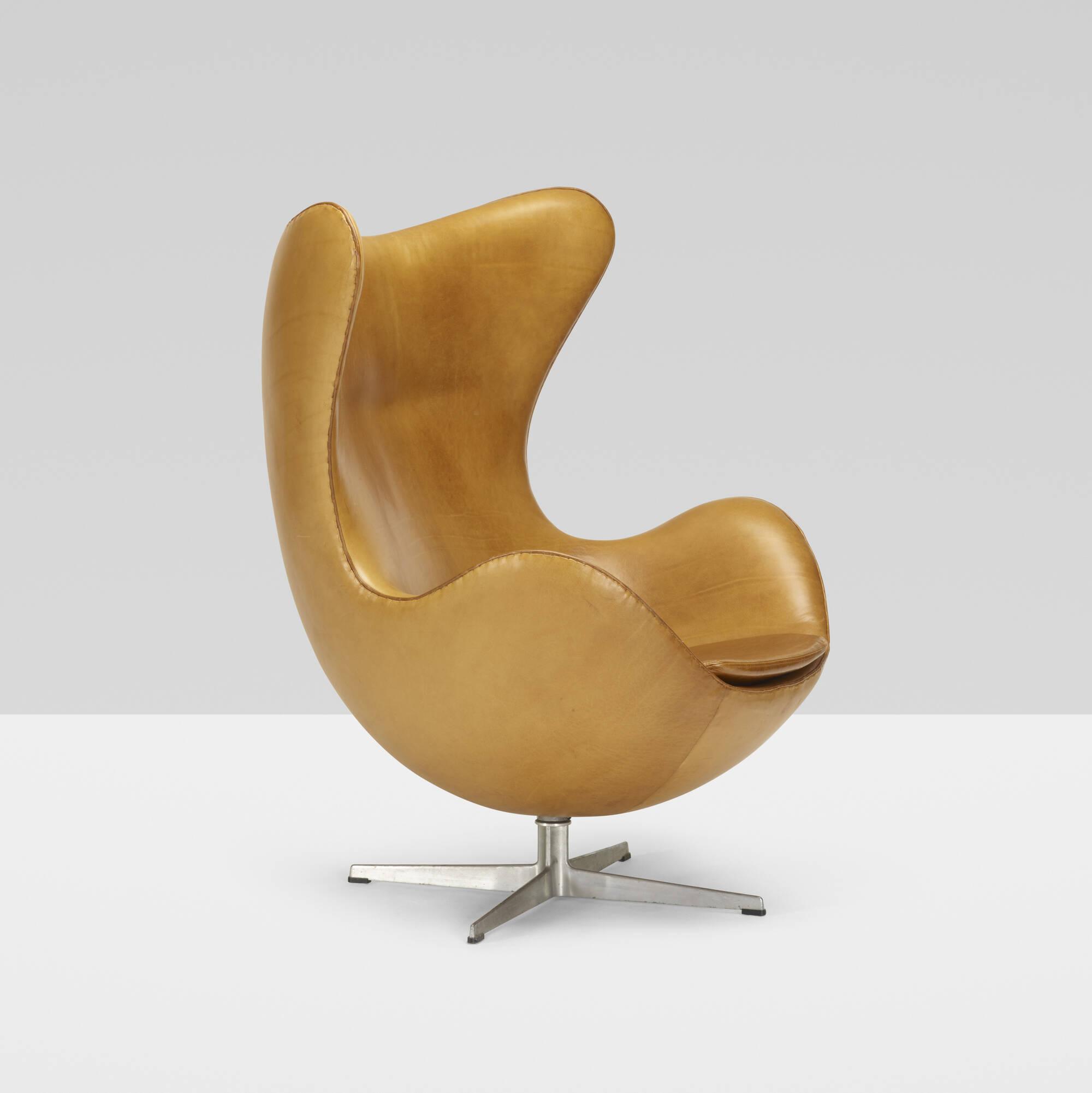 146 ARNE JACOBSEN Egg chair