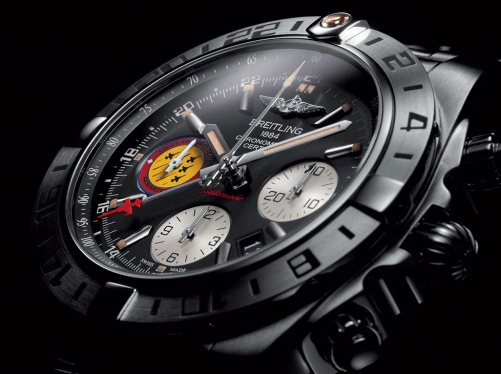 Chronomat-44-GMT---Patrouille-Suisse-50-ans_Original_2120