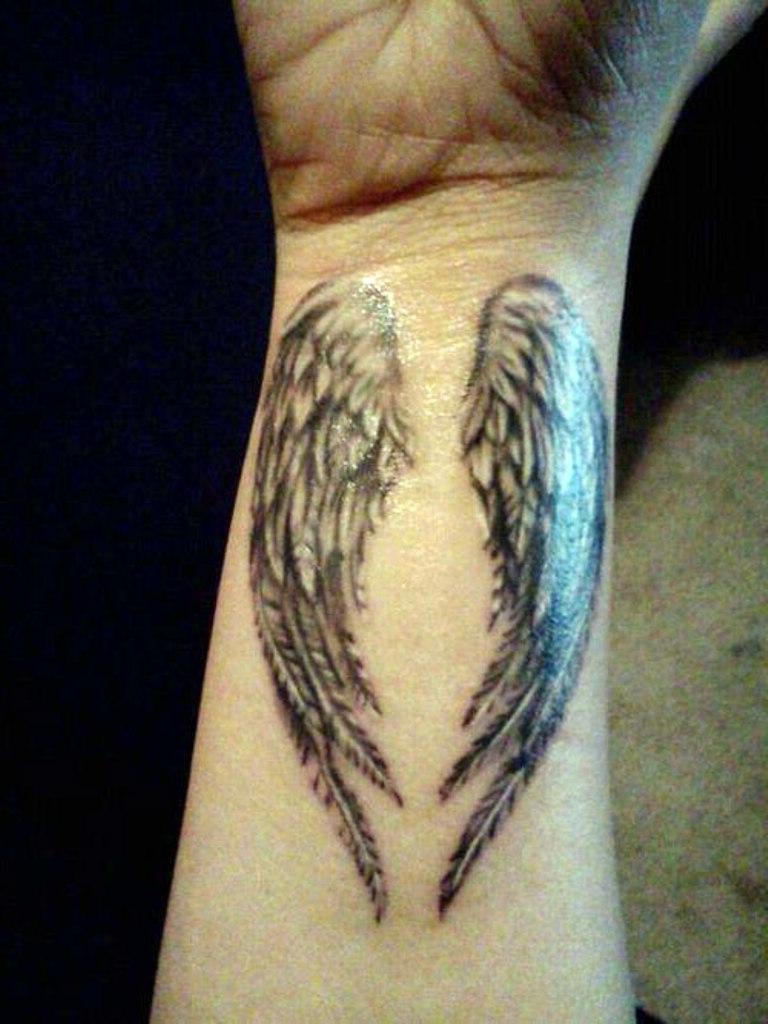 28 Elegant Angel Wings Tattoos On Wrists